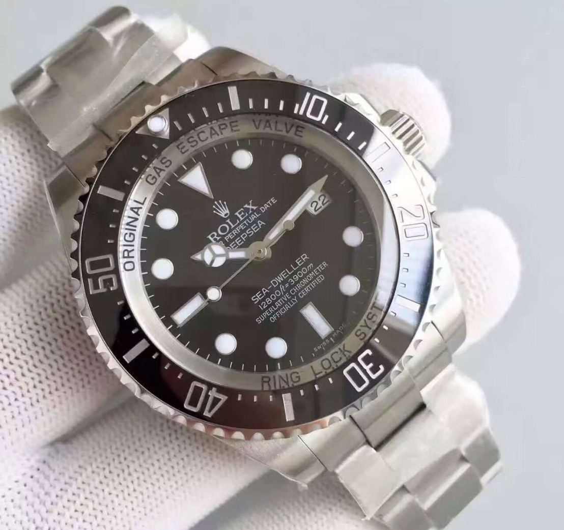 rolex-deapsea-sea-dweller-close-left