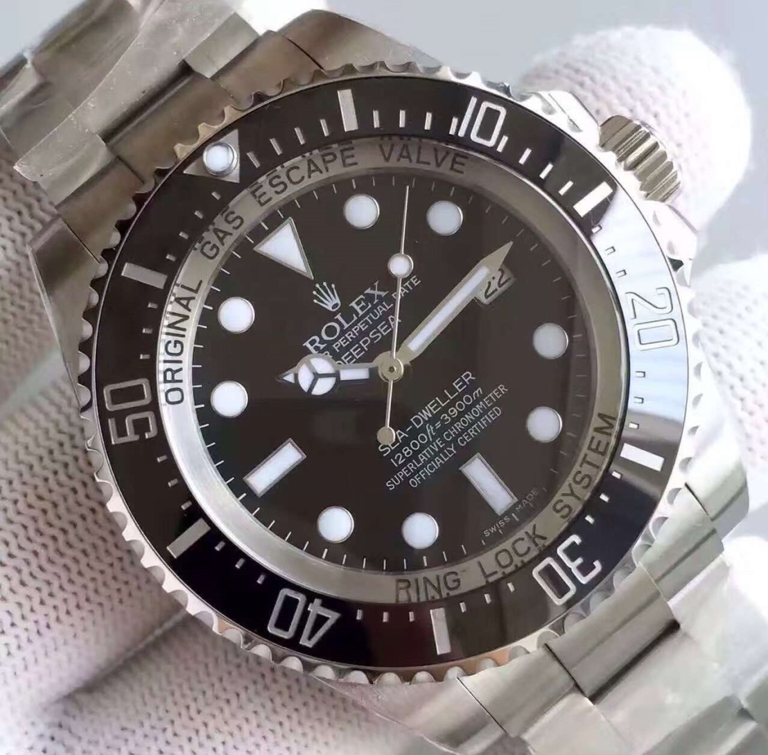 rolex-deapsea-sea-dweller-close-left2
