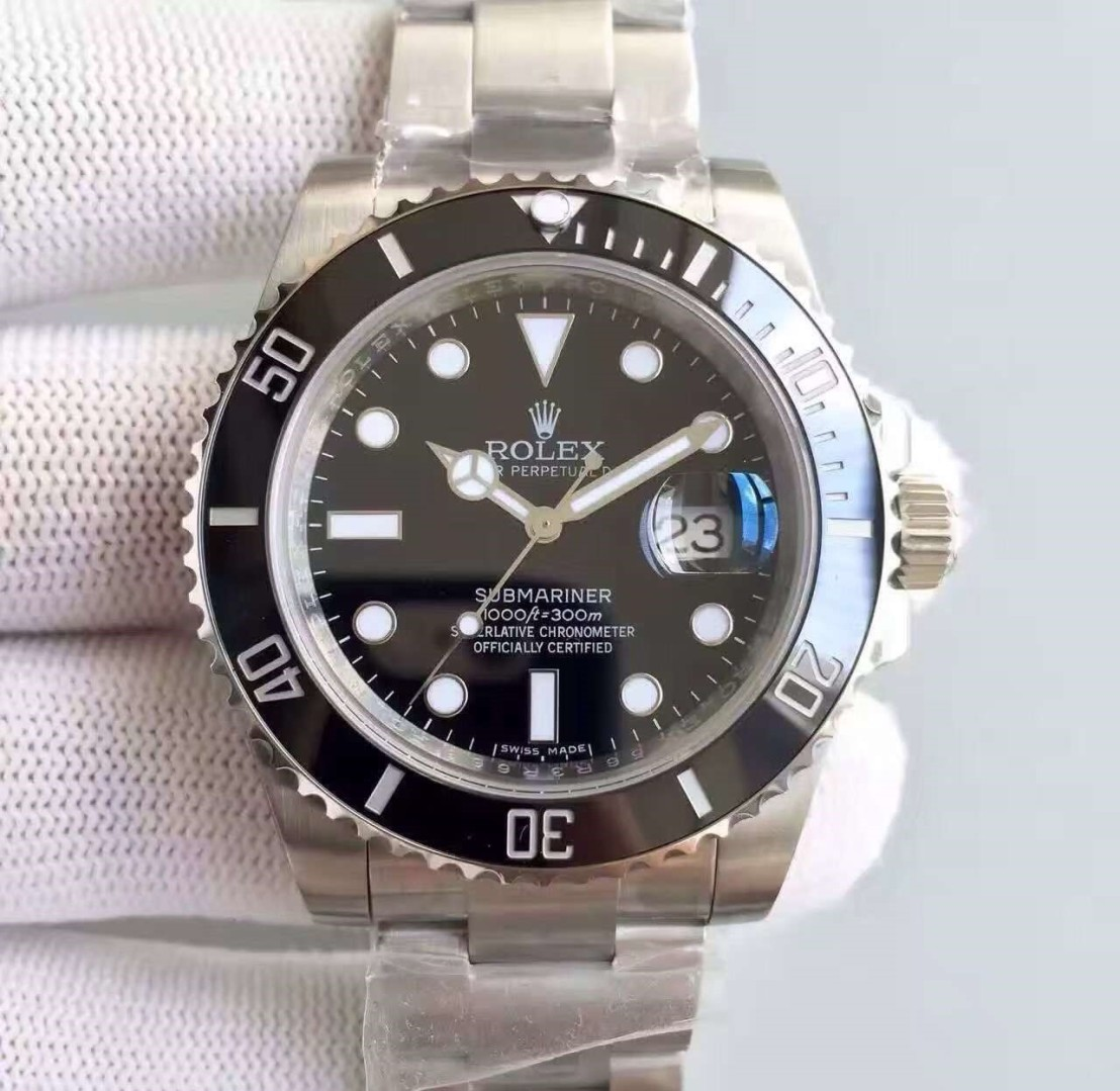 submariner-date-close